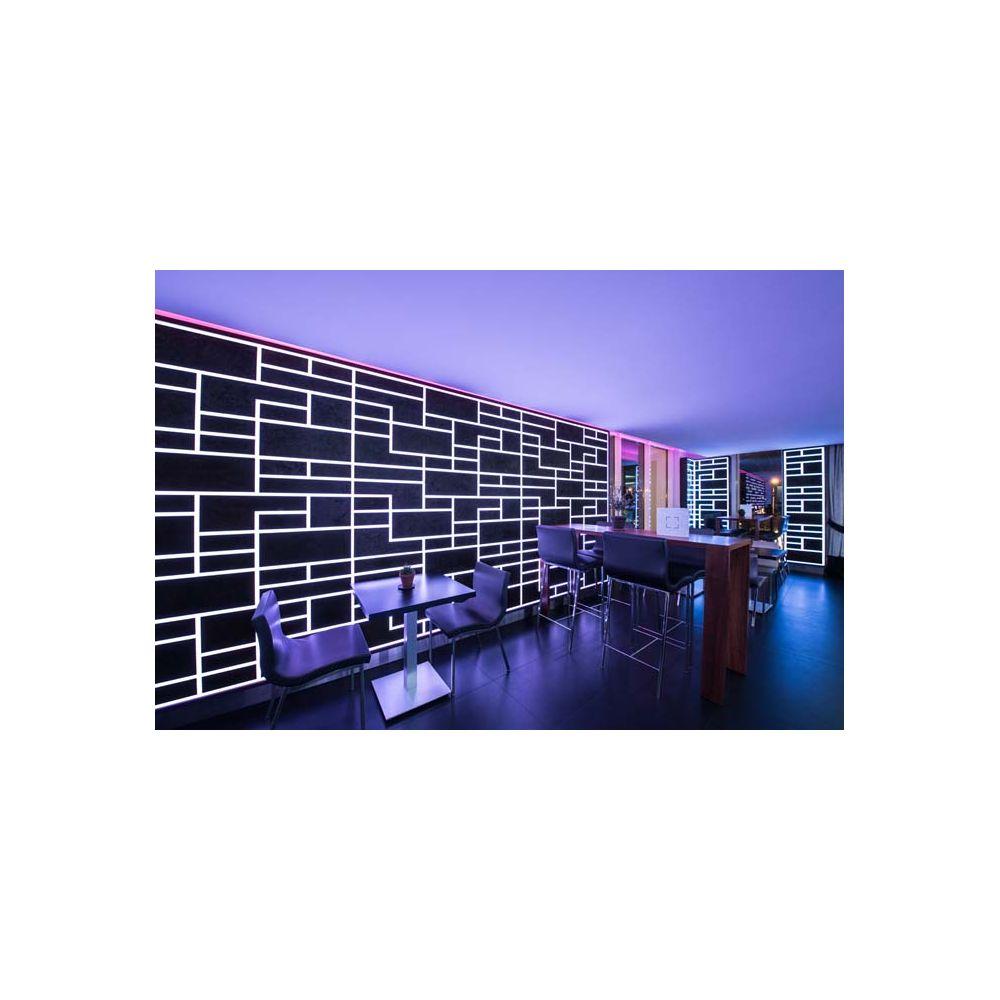 bandeau lumineux led de slv le profil strip grand de 3m de long et 68 w de puissance. Black Bedroom Furniture Sets. Home Design Ideas